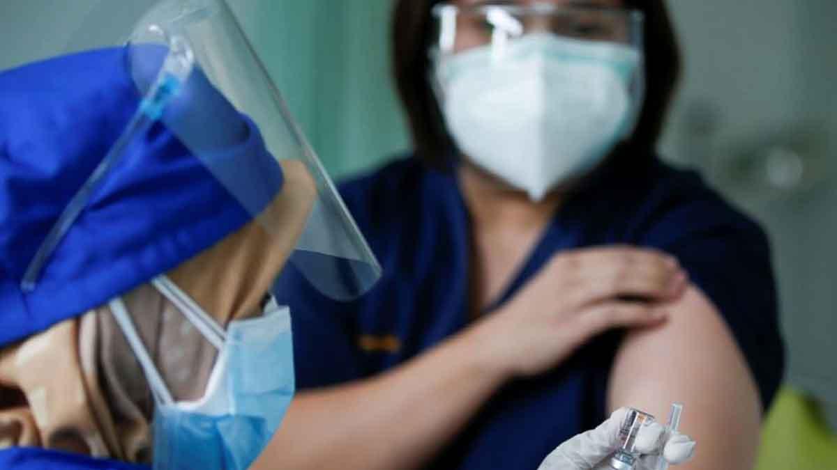Jokowi Pertimbangkan Opsi Vaksinasi Mandiri untuk Korporasi