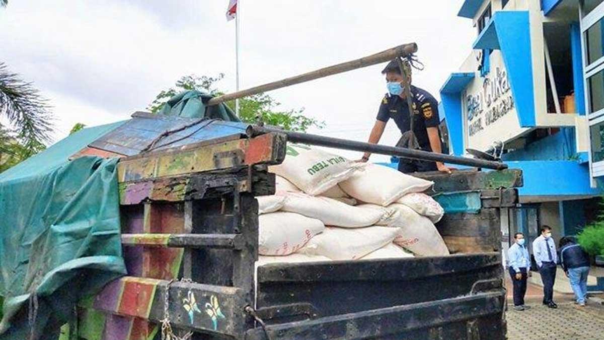 Pemkab Sambas Terima Hibah 80 Ton Gula Pasir Dari Bea Cukai Kalbar