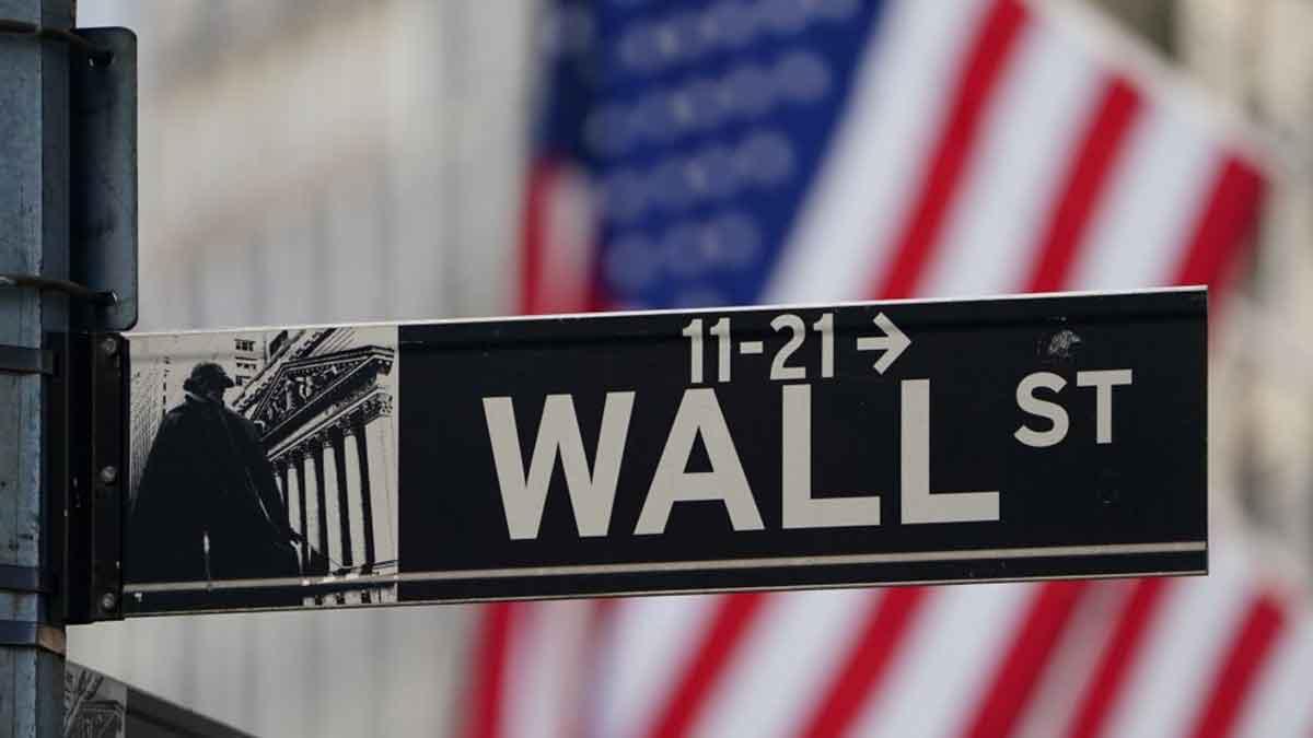 Tren Covid Memburuk di AS, Saham Wall Street Menguat Selasa Pagi