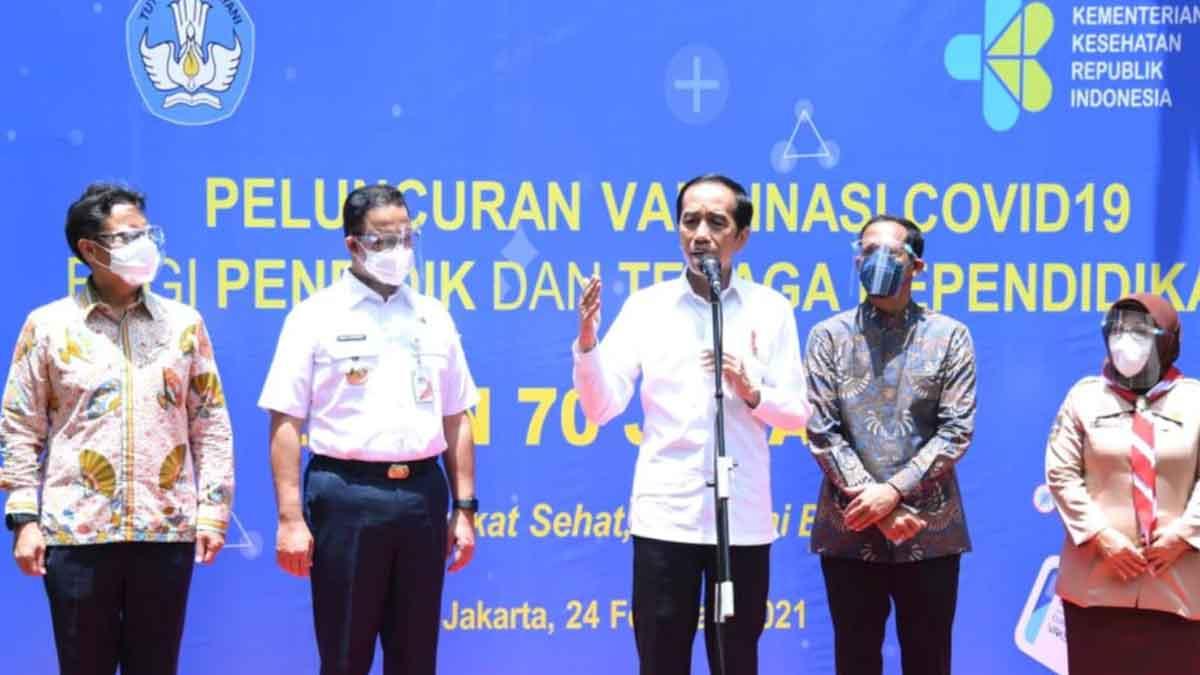 Jokowi Targetkan 5 Juta Tenaga Pendidik Selesai Divaksin Juni 2021