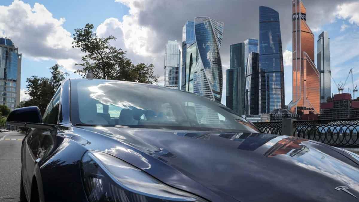 Tesla akan Kurangi Produksi Model 3 di AS